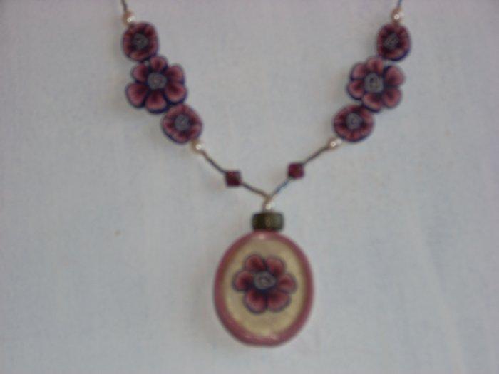 Tri dimensional pendant purple flowers.