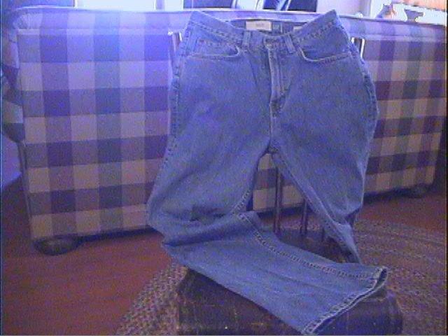 *SALE* GAP FLARE BLUE JEANS Womans Size 6, Ankle--Low rise-- Excellent Preowned Condition