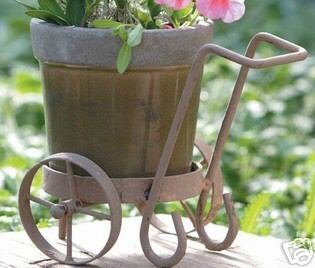 MINI PLANTER ON IRON CART - GREEN