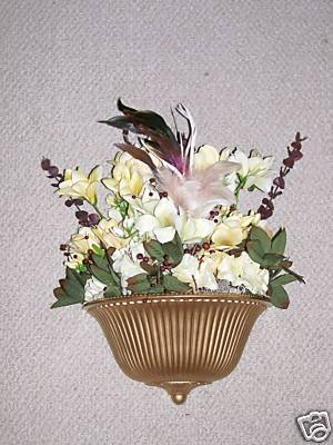 ELEGANT GOLD HOMCO WALL POCKET FLORAL ARRANGEMENT