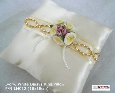 Ivory Satin, White Daisys Ring Pillow (LM012)