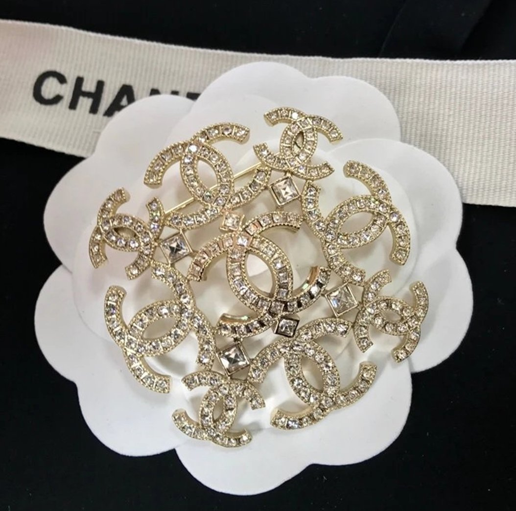 ad687cd71a2 CHANEL Gold Baguette Crystal Brooch Pin 9 Repetitive CC 2017 Authentic NIB