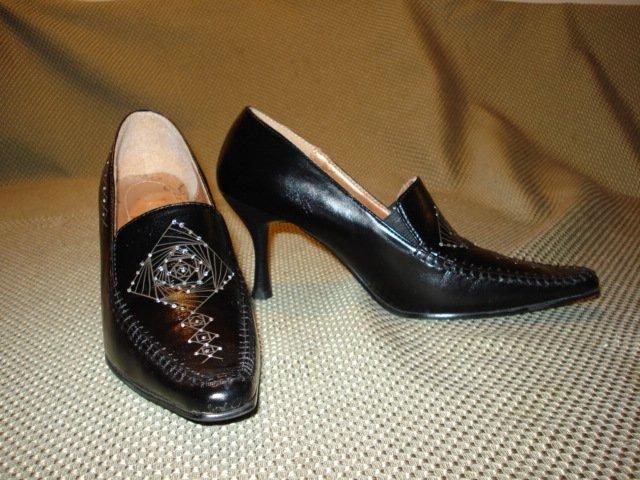 Black womens shoes size 5.5 US/EUR 35