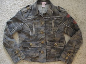 CAMOUFLAGE GIRLS JACKET SIZE L (10-11)