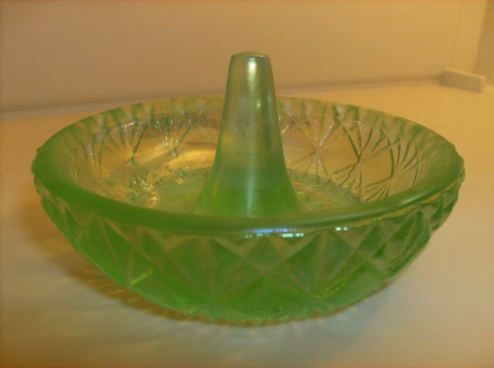 Fenton Green ring holder
