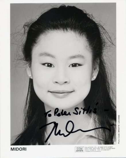 Japanese Superstar Violinist MIDORI Hand Signed Photo 8x10