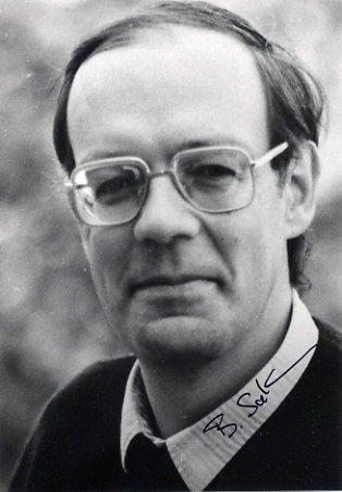 1991 Nobel Medicine BERT SAKMANN  Autographed Photo