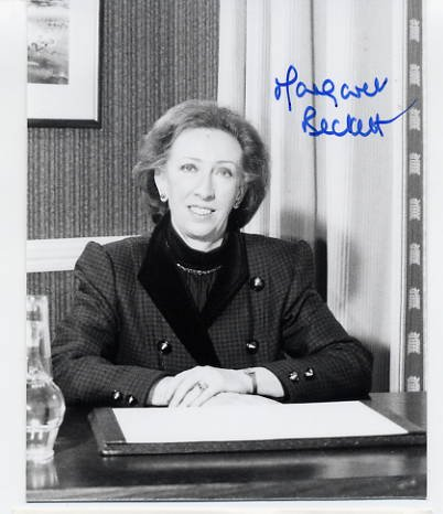 British Labour Party Politician & Foreign Secretary Dame MARGARET BECKETT Hand Signed Photo 1990s