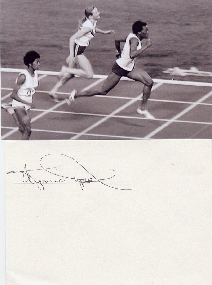 (R) 1964-68 Athletics 100m Gold WYOMIA TYUS  Autographed Card 1980s