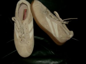 WOMENS SKECHERS LEATHER UPPER SHOES SZ 7.5 WOW