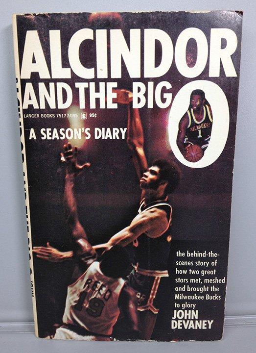 ALCINDOR AND THE BIG O 1966 BOOK A SEASONS DIARY PAPERBACK LANCER JOHN DEVANEY