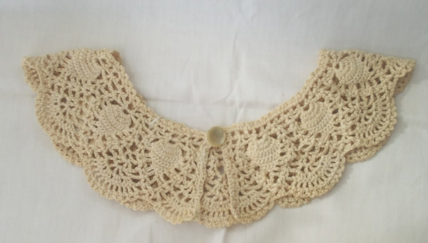 VINTAGE HAND MADE CROCHET LACE ECRU COLLAR ~HEART DESIGN~FOR SWEATER OR DRESS~PRETTY