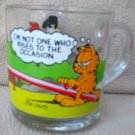 MCDONALD'S GLASS GARFIELD COLLECTOR MUG ~SEESAW~c1980~CAT