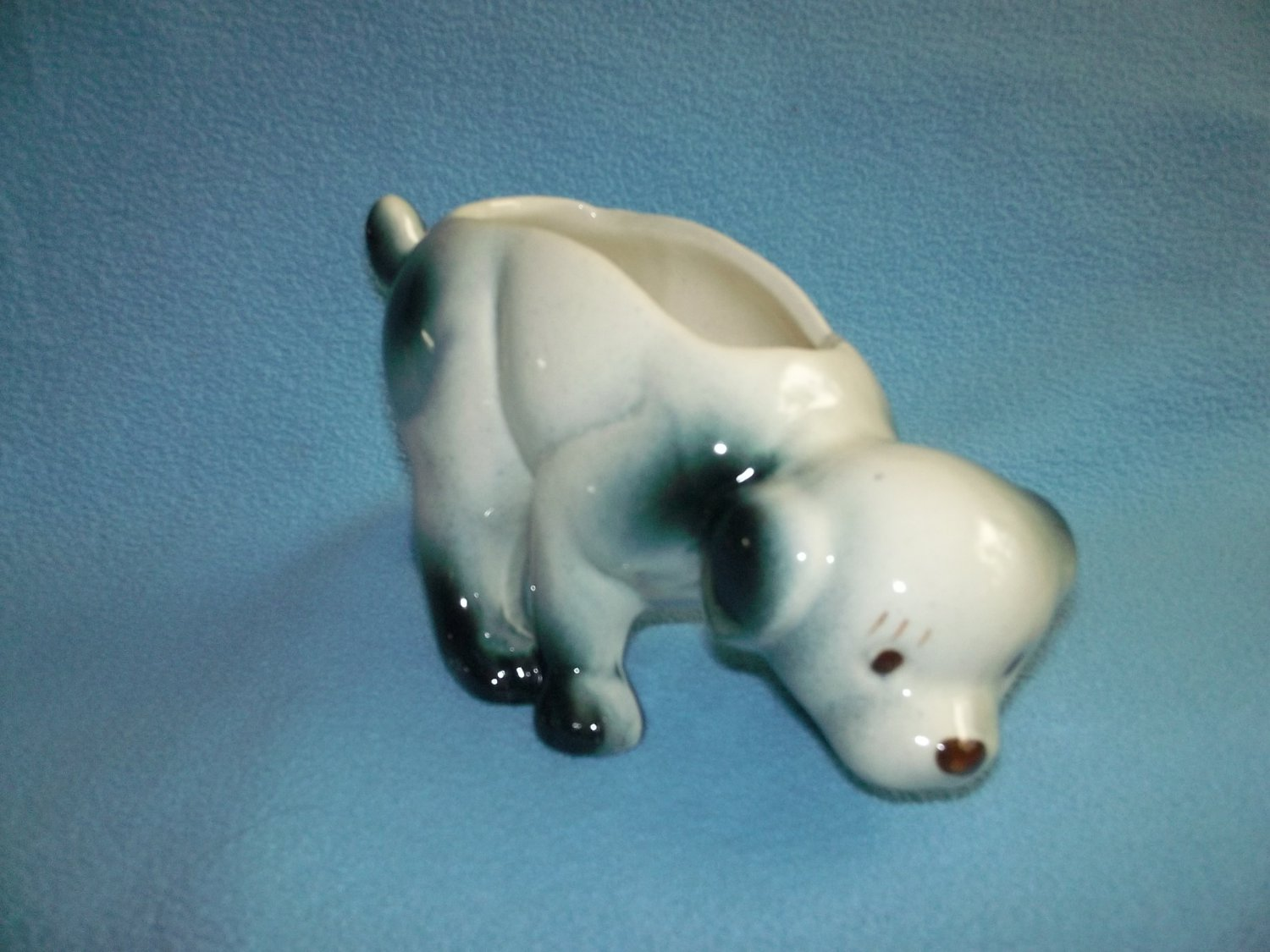 Vintage DOG PLANTER Black and White TRACKING the Scent Hull? McCoy?