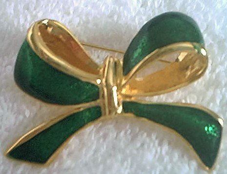 LARGE BOW JEWELRY PIN BROOCH ~GOLDTONE AND GREEN- FESTIVE