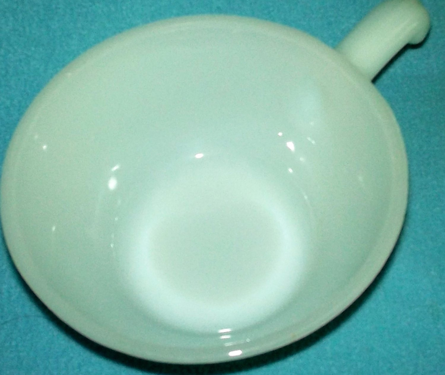 FIRE KING ANCHOR HOCKING White MILK GLASS Chili Soup Bowl GLASS HANDLE Vintage