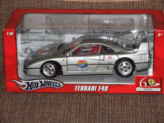 HOT WHEELS SILVER 60TH ANNIVERSARY FERRARI 1:18 F40