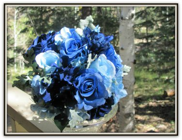Hand Tied 8in Bouquet with Ruffled Roses, Rose Buds and Hydrangea.   0802-2