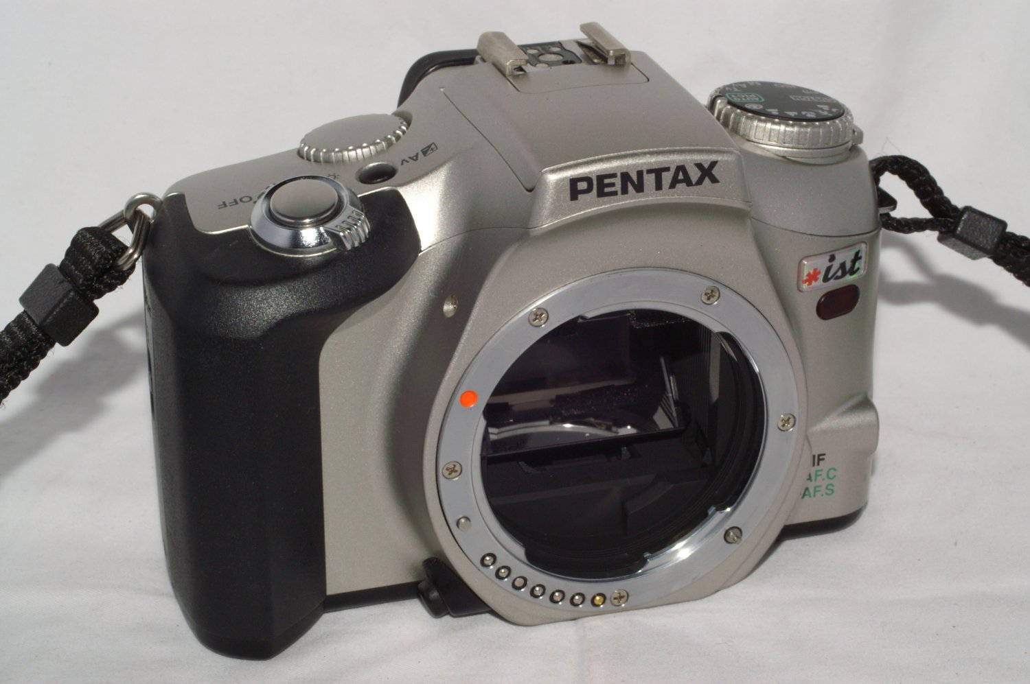 Pentax *ist  35mm film autofocus SLR camera
