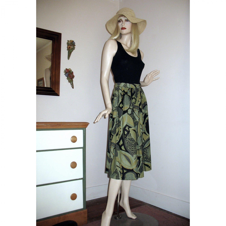 Vintage Gathered Skirt / Green & Black Jungle Print / Lightweight Rayon Size S/M