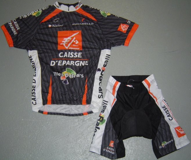 CAISSE D`EPARGNE ILLES BALEARS CYCLING JERSEY AND SHORTS KIT SZ M