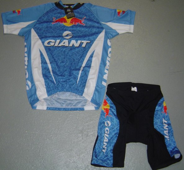 GIANT RED BULL CYCLING CYCLE JERSEY AND SHORTS KIT SZ L