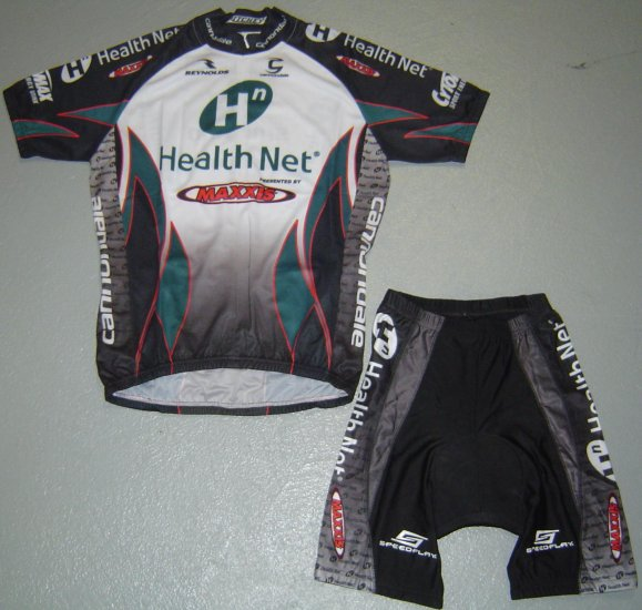 HEALTHNET MAXXIS CYCLING JERSEY AND SHORTS KIT SZ M