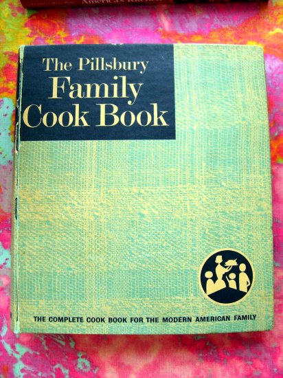 SOLD! VINTAGE PILLSBURY FAMILY COOKBOOK Large RING BINDER 1963 RARE! 2000 Recipes