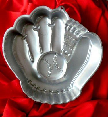Vintage Wilton Baseball Glove Cake Pan 21051234