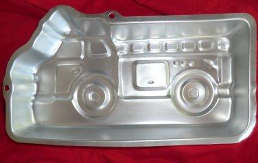 WILTON CAKE PAN FIRE TRUCK ENGINE 2002 # 2105-2061
