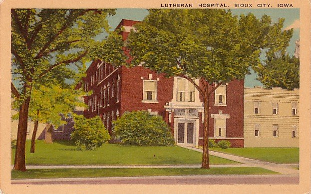 Lutheran Hospital in Sioux City, Iowa IA Vintage Postcard - 3572