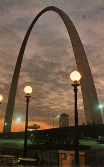 Gateway Arch, Jefferson National Expansion Memorial in St. Louis Missouri MO Postcard - 3824