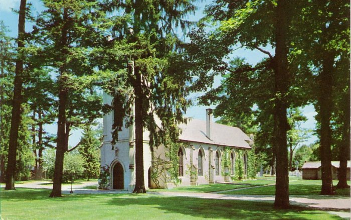 St James Episcopal Church in Hyde Park New York NY Curt Teich Chrome Postcard - 0141