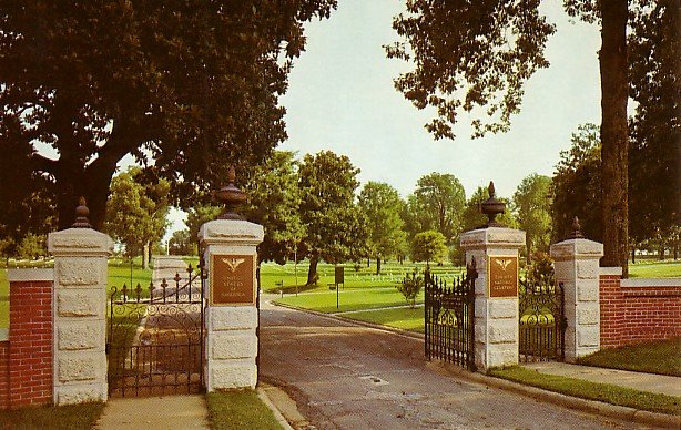 Corinth National Cemetery in Mississippi Chrome Postcard - 1095