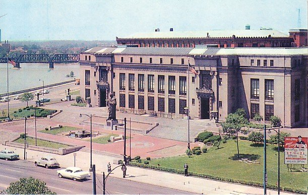 City Hall Overlooking the Scioto River in Columbus Ohio OH, Chrome Postcard - 1125