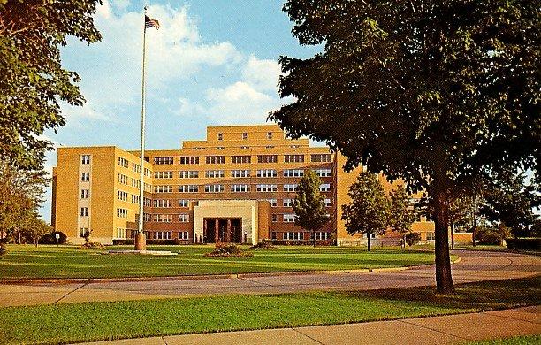 Veteran's Administration Hospital in Iron Mountain Michigan MI Postcard - 2315
