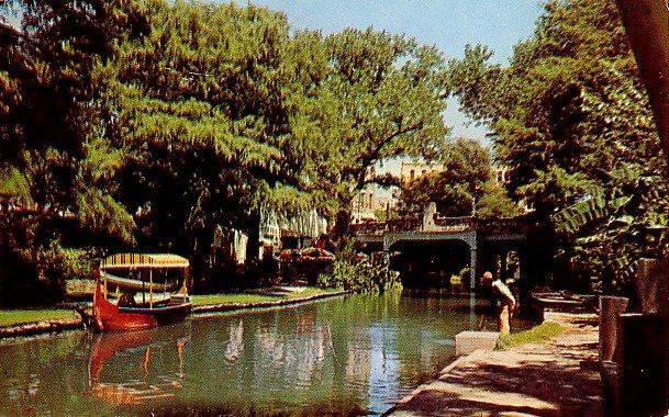 River Walk beside the San Antonio River in Texas TX, Chrome Postcard - 2350