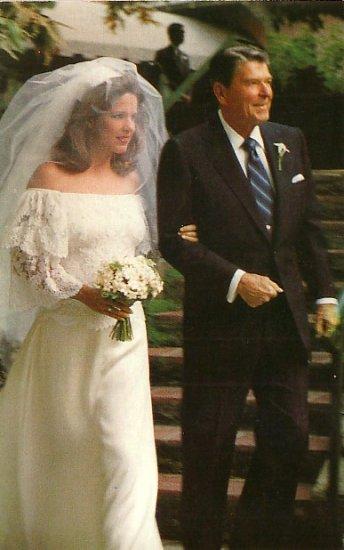 Ronald Reagan Walking Pattie Davis Down Aisle 1984 Chrome Postcard - 2670