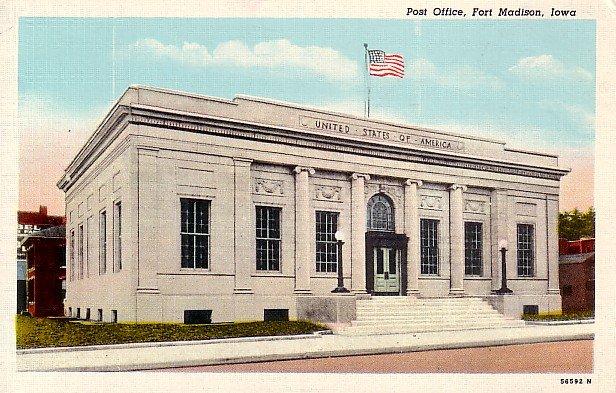 Post Office in Fort Madison Iowa IA, Mid Century Curt Teich Linen Postcard - 2739
