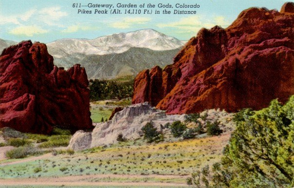 Pikes Peak Gateway to Garden of gods in Colorado CO, 1942 Linen Postcard - 3093