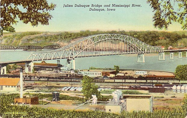 Julien Dubuque Bridge over the Mississippi River at Dubuque Iowa IA, Linen Postcard - 3186