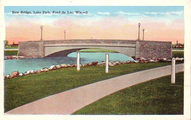 Bridge Crossing Lake Park at Fond du Lac Wisconsin WI, Vintage Postcard - 3399
