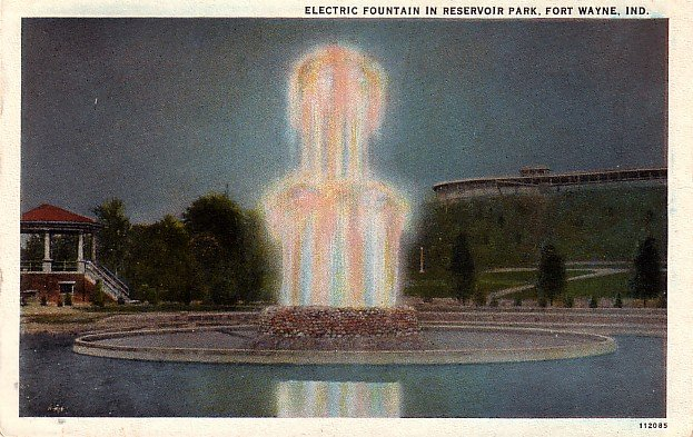Electric Fountain in Reservoir Park at Fort Wayne Indiana IN, Curt Teich Vintage Postcard - 3869