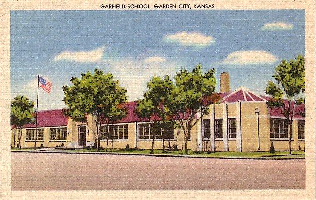 Garfield School in Garden City Kansas KS, Linen Postcard - BTS 115