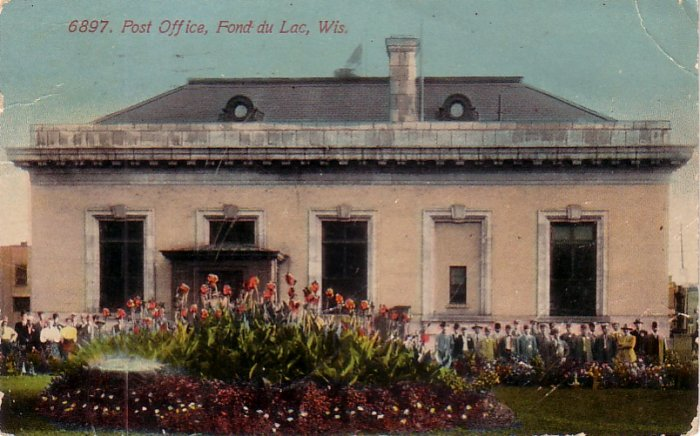 Employees in front of Fond du Lac Wisconsin WI Post Office, 1912 Vintage Postcard - 4169