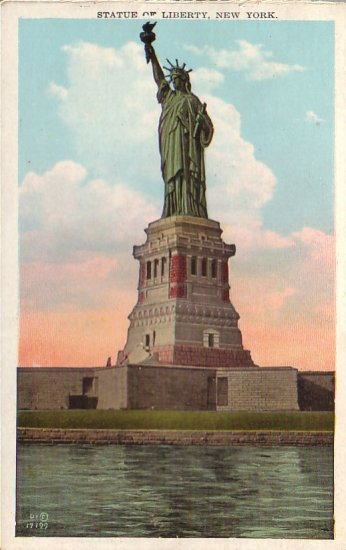 Statue of Liberty in New York City NY Vintage Postcard - 4584