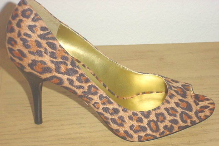 GUESS by MARCIANO PUMPS Sheba Peep-Toe Heels 9M (39) LEOPARD SUEDE Shoes