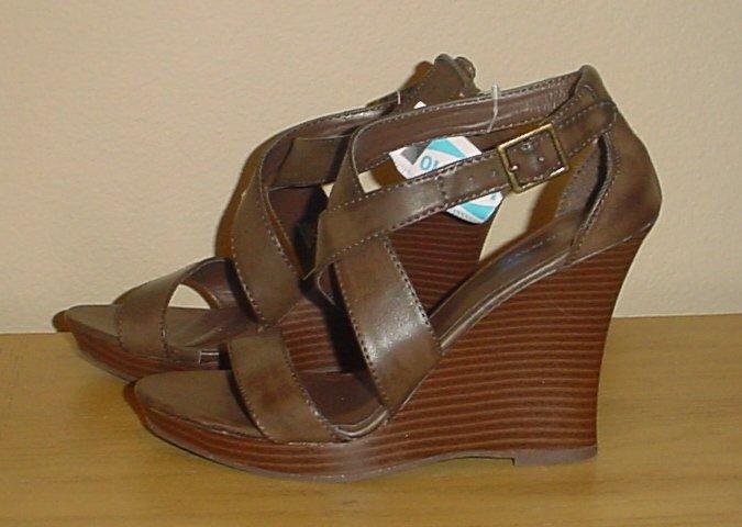 Ladies WEDGE PLATFORM SANDALS Old Navy Ankle Strap Shoes 7.5M BROWN Heels