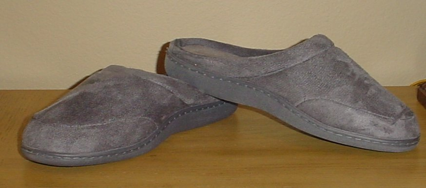 NIB MENS Stafford MICROSUEDE SLIPPERS Indoor/Outdoor Memory Foam Shoes LARGE 9.5-10.5 GRAY