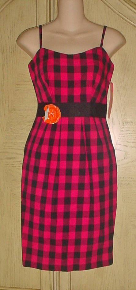 New BETSEY JOHNSON DRESS Ladies Fitted Sheath SIZE 2 PINK/BLACK Gingham Plaid with Pockets,Pin